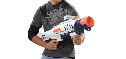 'super soaker water guns' from the web at 'http://mytop10bestsellers.com/wp-content/uploads/2015/11/The-Hydro-cannon-520x245.jpg'