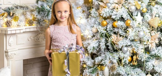 'christmas gifts for girls' from the web at 'http://mytop10bestsellers.com/wp-content/uploads/2015/12/Gifts-for-girls-520x245.jpg'